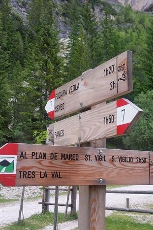 Dolomites Hut-to-Hut Hiking Tours
